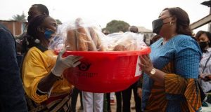 Autonomisation des femmes: 2.500 vendeuses ambulantes reçoivent des moyens de la Fondation Denise Tshisekedi Nyakeru (CongoForum)