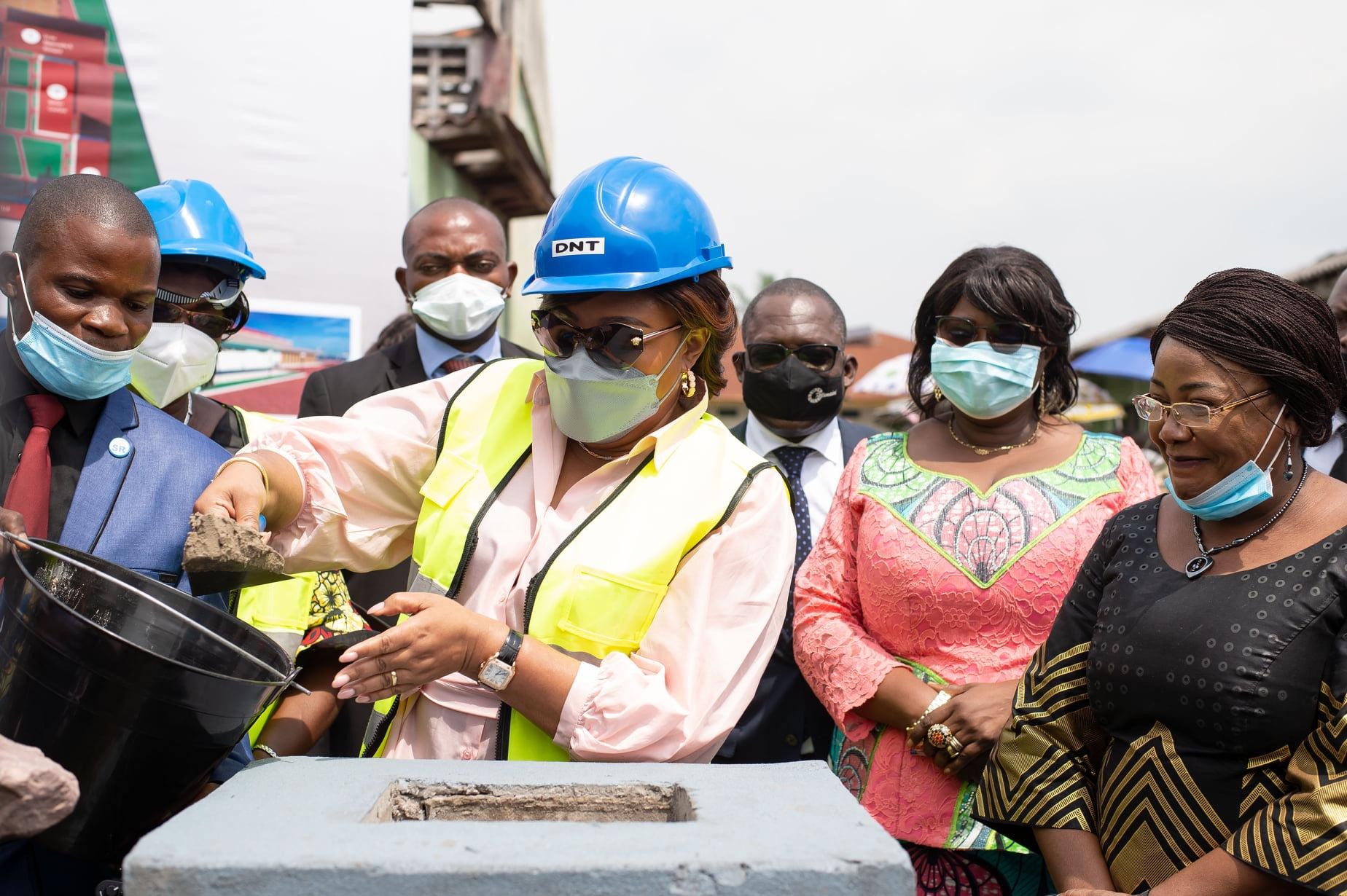 Denise Nyakeru Tshisekedi lance les travaux de réhabilitation du Centre Féminin Maman Mobutu (CongoForum)